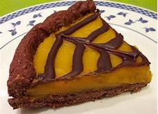 crostata al cacao con crema pasticcera crostata semintegrale al cacao con crema pasticcera di zucca e quot ragnatela quot di cioccolato la