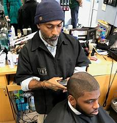 chicago s hyde park hair salon welcomes obama home cbs chicago