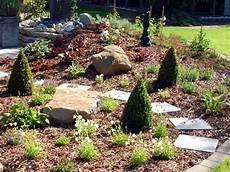Garten Mit Rindenmulch Gestalten - rindenmulch galabau m 228 hler mulchmaterial rinde