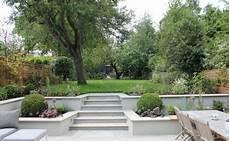 windschutz für terrasse terrassierter garten zum teil mit betonplatten belegt garten jardins bambous jardin und