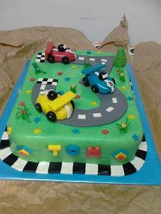 gateau circuit voiture gateau circuit voitures de courses pate a sucre in 2019 cake birthday cake amazing cakes