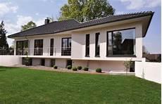 Winkelbungalow Mit Garage Bauen by Winkelbungalow V145 Virtus Massivhaus Massivhaus De