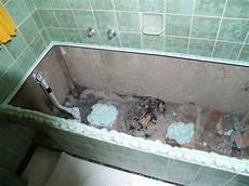 alte badewanne ausbauen ablaufgarnitur badewanne wechseln