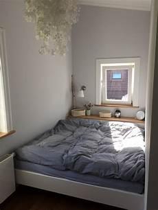 Bett Im Wohnzimmer Ideen - gro 223 es bett im mini zimmer schlafzimmer