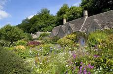 englische cottage gärten cottage garden at bibury stock image image of
