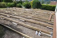 faire une terrasse pas cher ides de comment faire une terrasse en bois pas cher