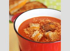 creamy tomato cheese soup with croutons_image