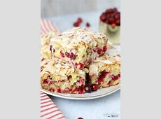 breakfast polenta with dried cranberries and almonds_image