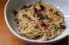 Spaghetti Aglio E Olio - spaghetti con aglio e olio food so mall