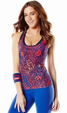 kleidung bunte fitnessbekleidung die sich mitbewegt