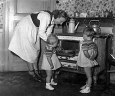 Hausfrau In Den 50er Jahren 50er 50er Jahre Und Hausfrau