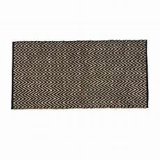 schwarzer teppich trouva schwarzer teppich mit zick zack muster aus