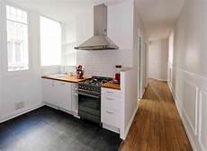 cuisine studio la cuisine ouvre sur le couloir pour apporter espace