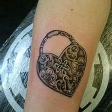 tatuaggio cuore con fiori 80 best tatuaggio cuore images in 2018 tattoos