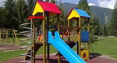 pavimento parco giochi petizione 183 comune di como un parco giochi per i bimbi di