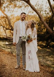 Relaxed Outdoor Wedding Vibes With 1970 S Inspiration Dried Florals