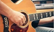 comment jouer de la guitare 4 conseils pour vous aider 224 apprendre 224 jouer de la