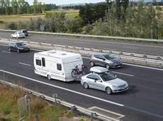 tracter une caravane sans permis e bien tracter votre caravane sur l autoroute le monde du
