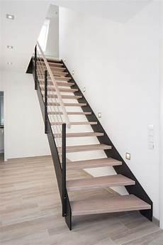handläufe für treppen hpl treppe mit stufen und handlauf in der holzart eiche