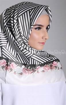 Model Jilbab Segi Empat Untuk Pergi Ke Pesta Ria Fasha