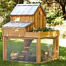 hühnerstall aus paletten h 252 hnerstahl aus paletten selber bauen bastelideen gartenm 246 bel aus paletten hinterhof