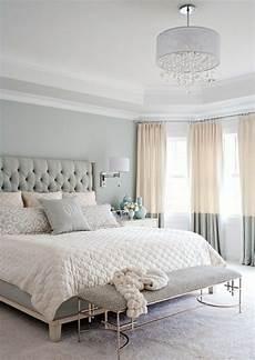 schlafzimmer einrichten ideen grau klassisches beige grau schlafzimmer leder bett kopfteil