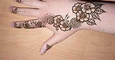 Paling Bagus 29 Lukisan Bunga Henna Gambar Bunga Hd