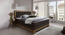 boxspringbett mit nachttisch und kleiderschrank aronia