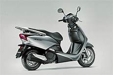 Honda Imports Lead 125 Scooter For R D Shifting Gears