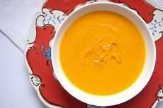 hokkaido kürbis suppe hokkaido k 252 rbis suppe mit madeira und tr 252 ffel 214 l