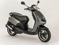 Peugeot Vivacity 125 Rs Is A Sporty Looking Scooter Rescogs