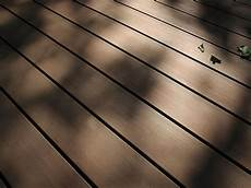 wetterfeste terrassendielen aus holz kunststoff