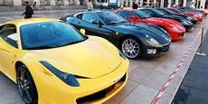 deux ateliers de fausses voitures de luxe d 233 mantel 233 s en