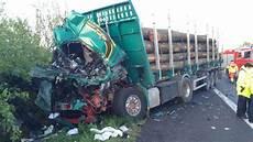 Unfall A2 Heute Morgen - brummi crash auf der a2 lkw fahrer wird in seiner