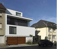 Single Family House With Three Facades And Five Bedrooms