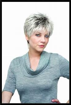 coupe courte cheveux gris femme 60 ans 2019 coiffures