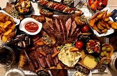 flank steak vom kugelgrill medium mit beilagen burger n