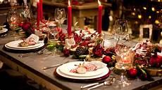 festliche tischdekoration einfache tricks die g 228 ste - Weihnachtliche Tischdeko Bilder