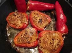 gefüllte paprika mit reis gef 252 llte paprika mit tomatensauce und reis rezept mit