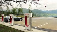 borne de recharge tesla tesla installe des superchargeurs au qu 233 bec ecolo auto