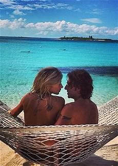 amaca sul mare maddy e stef romantici sull amaca in riva la mare foto e