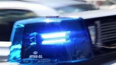 polizei im einsatz brennender adventskranz und berauscht