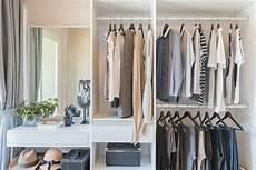 Alternative Zum Kleiderschrank - how to simplify your closet in smart and chic ways