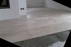 Fußboden Fliesen Verlegen - fliesen holzoptik fussbodenheizung keramisch