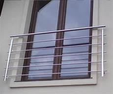 französischer balkon modern die besten 25 fenstergitter ideen auf fenster