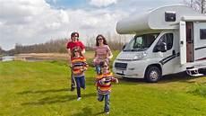 urlaub mit dem wohnmobil wohnmobil reisen mit kindern