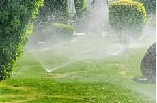 arrosage automatique gazon 97741 l arrosage un entretien essentiel 224 la beaut 233 de la pelouse sem jardin