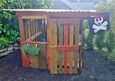 kinderspielhaus aus paletten
