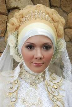 Jilbab Muslimah Kreasi Jilbab Pengantin Dengan Mahkota