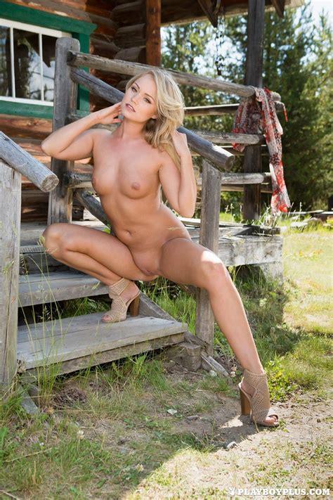 Nude Women In The Sun